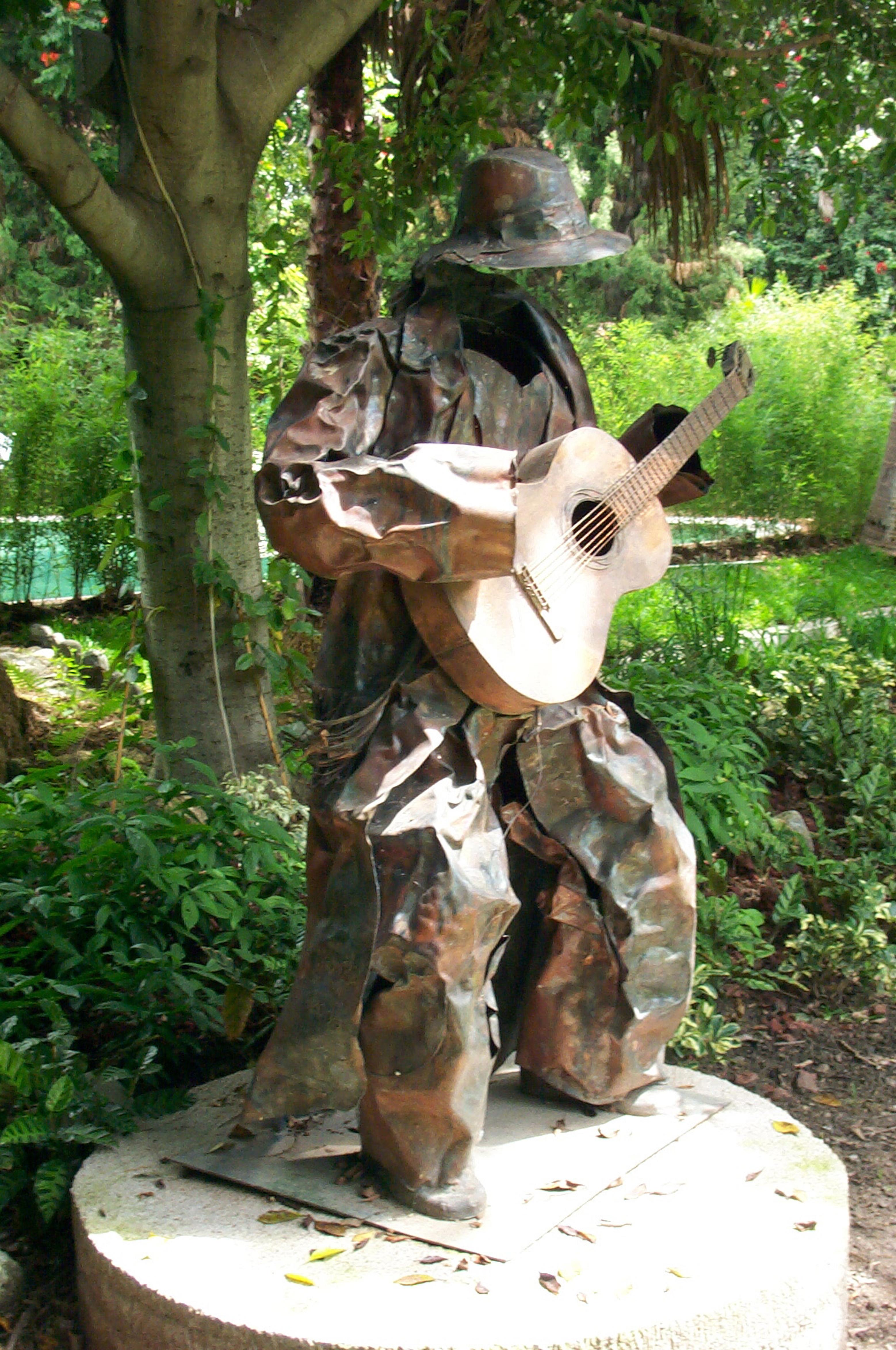 Attacco di chitarra 66 x 26 x 46 in Copper welding & embossing